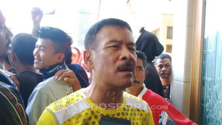 Manajer Persib, Umuh Muchtar saat ditemui di kediamannya, Jalan Gang Desa, Kiaracondong, Kota Bandung, Minggu (23/09/18). Copyright: © Arif Rahman/INDOSPORT