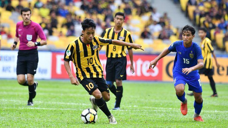 Luqman Hakim (10) saat bermain melawan Thailand di Piala Asia U-16. Copyright: © twitter.com/FAM_Malaysia