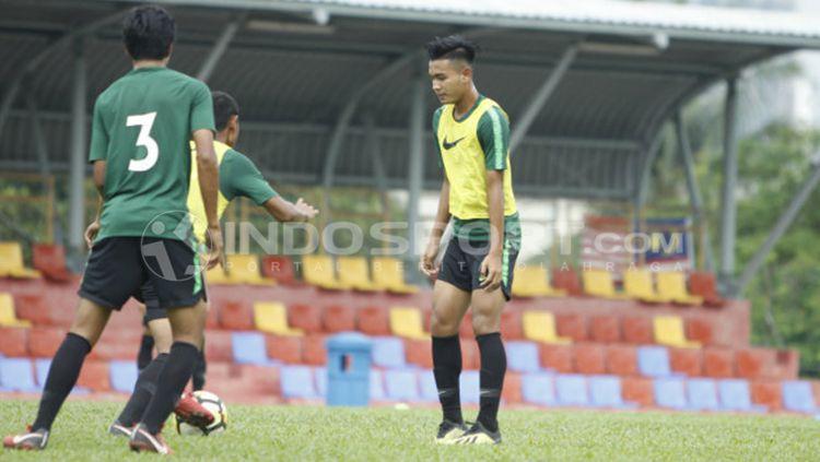 Brylian Adama terlihat sudah kembali berlatih. Copyright: © Abdurrahman Ranala/INDOSPORT