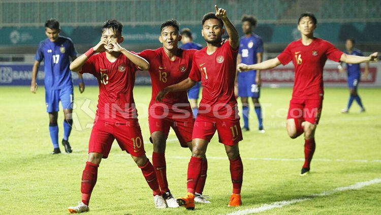 Witan, M Rafli dan Saddil saat selebrasi Copyright: © Herry Ibrahim/INDOSPORT