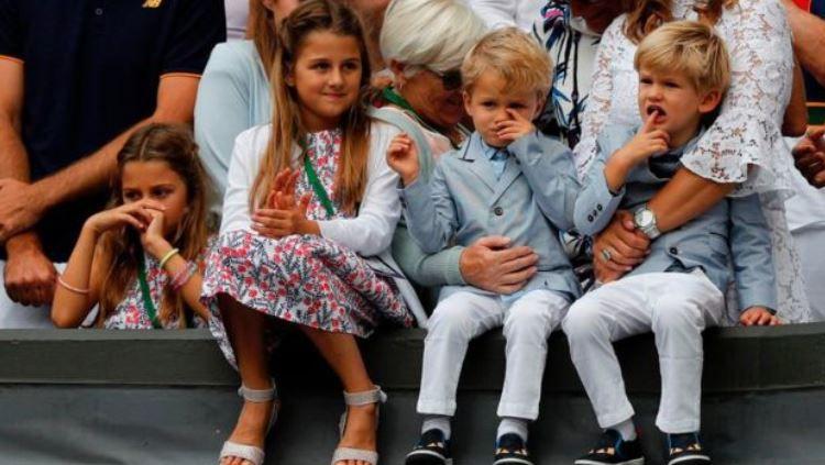 Dua pasang anak kembar Roger Federer, Myla Rose dan Charlene Riva serta Leo dan Lennart. Copyright: © AFP/Getty Images