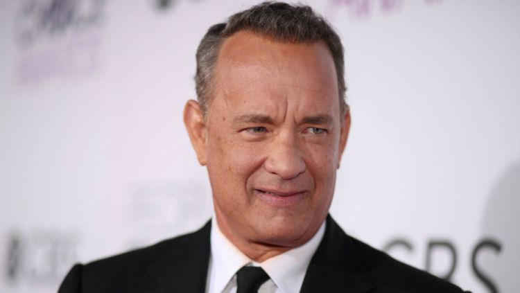 Tom Hanks sudah dikenal sebagai seorang suporter Aston Villa. Copyright: © Getty Images/Christopher Polk