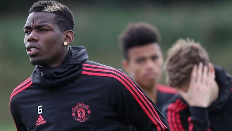 Paul Pogba saat sesi latihan Manchester United. Copyright: © Daily Mail