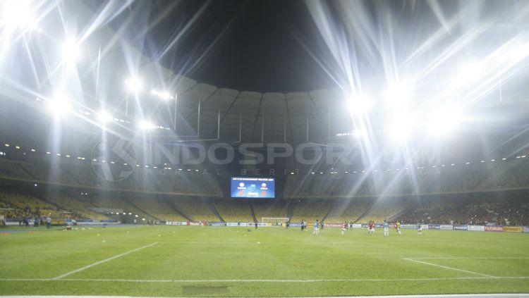 Terang benderang Stadion Bukit Jalil, Malaysia. Copyright: © Abdurrahman Ranala/INDOSPORT