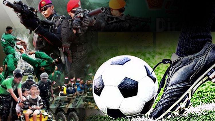 Dirgahayu TNI dan Sepak bola. Copyright: © Indosport.com