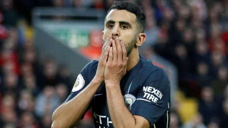 Riyad Mahrez saat gagal mengeksekusi penalti di pertandingan Liverpool vs Manchester City, Minggu (07/10/18). Copyright: © REUTERS