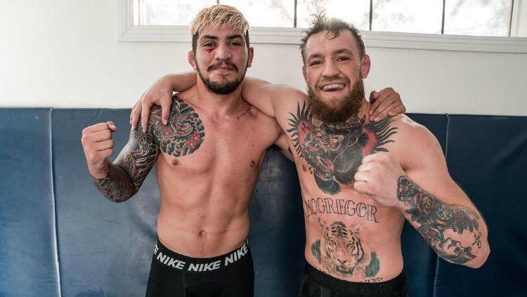 Sahabat Conor McGregor dan petarung MMA, Dillon Danis menjadi ejekan para petarung UFC usai dirinya kedapatan 'KO' karena mendapatkan kuncian maut dari seorang satpam Copyright: © Instagram/Dillon Danis