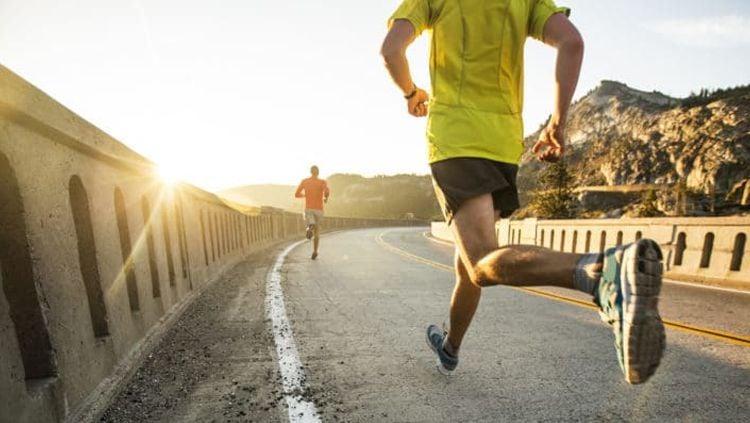 3 Manfaat olahraga bersama teman, membantu menjadi lebih sehat dan olahraga tetap menyenangkan. Copyright: © hellosehat.com
