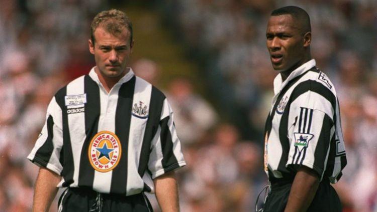 Alan Shearer dan Les Ferdinand saat keduanya bermain untuk Newcastle United Copyright: © Getty Images