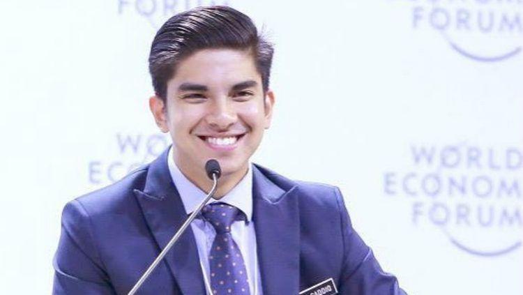 Syed Saddiq, Menpora Malaysia, ditantang oleh suporter Timnas Indonesia yang jadi korban pengeroyokan untuk segera menarik ucapannya, yang menyebut kabar ini adalah hoax. Copyright: © Instagram/Syed Saddiq