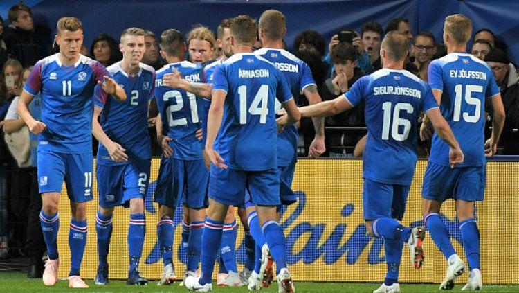 Selebrasi para pemain Islandia usai gol ke gawang Prancis. Copyright: © Getty Images