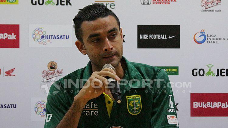 Otavio Dutra saat konfrensi pers usai laga Persebaya Surabaya vs Borneo FC. Copyright: © Fitra Herdian/INDOSPORT