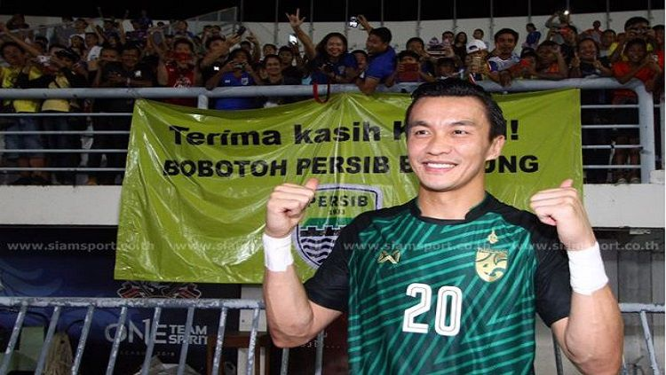 Mantan kiper Persib Bandung, Sinthaweechai Hathairattanakool atau Kosin. Copyright: © SiamSport.co.th