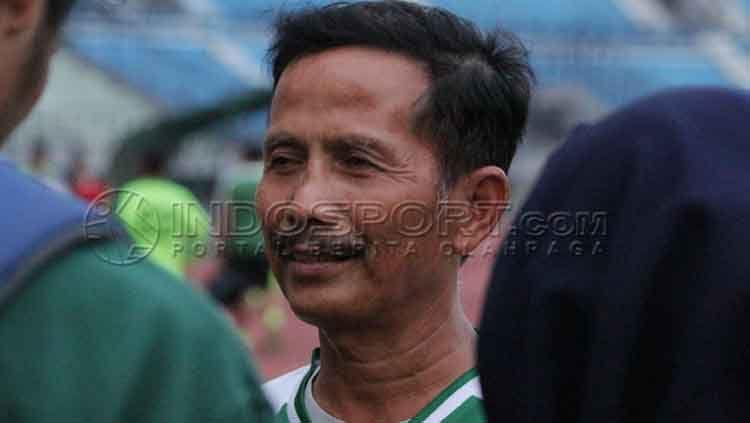 Pelatih Persebaya, Djanur ketika ditemui awak media. Copyright: © Fitra Herdian/INDOSPORT