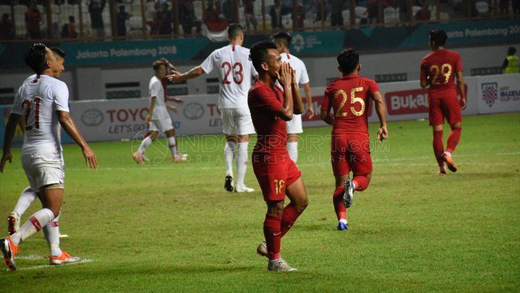 Andik Vermansah gagal memanfaatkan peluang saat laga Timnas Indonesia vs Hong Kong. Copyright: © Herry Ibrahim/INDOSPORT