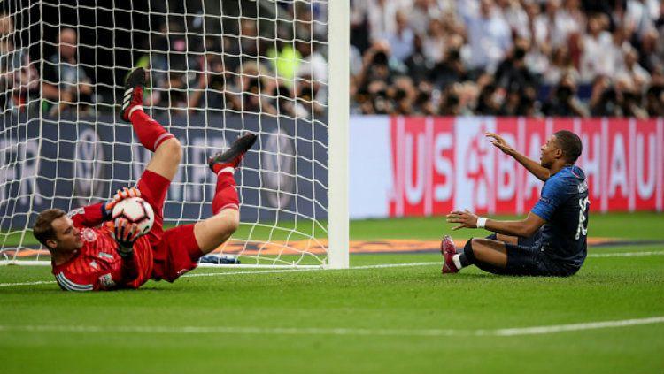 Manuel Neuer (kiri) geram dengan Bayern Munchen yang mendatangkan penggantinya dan membuka peluang bergabung dengan Juventus Copyright: © Getty Images