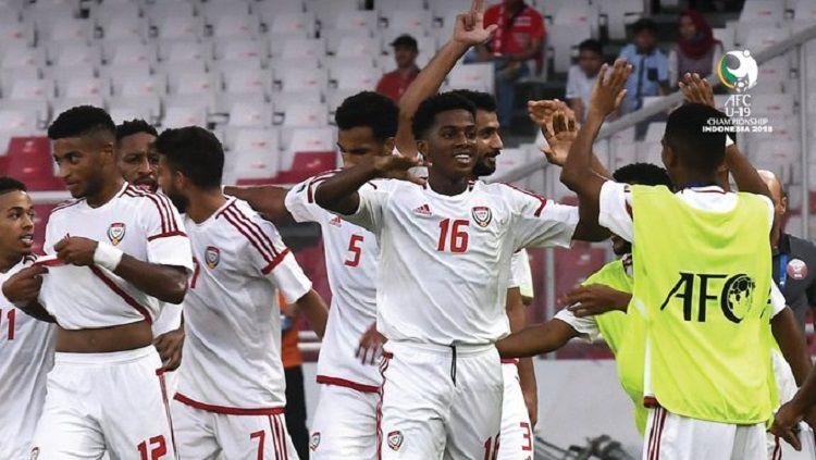 Uni Emirat Arab berhasil unggul 2-1 atas Qatar dalam laga perdana Grup A Piala Asia 2018, Kamis (18/10/18). Copyright: © twitter @theafcdotcom
