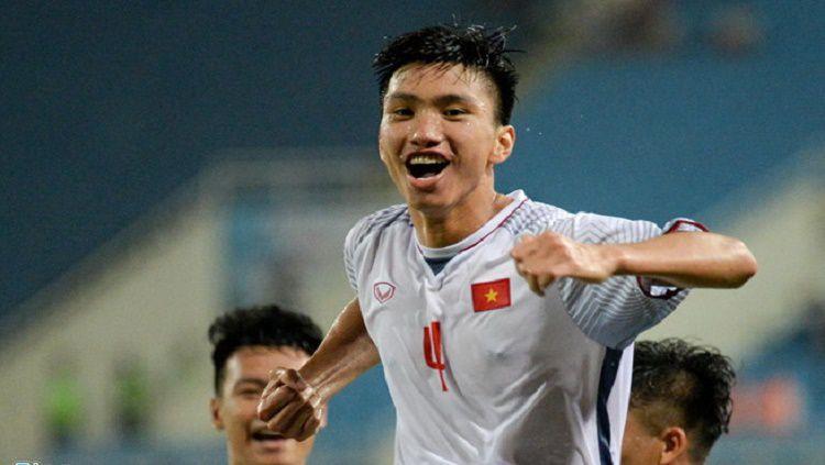 Pemain Heerenveen, Doan Van Hau yang dijuluki si penghancur kaki Evan Dimas, disebut mirip Cristiano Ronaldo oleh media Vietnam. Copyright: © Zing.vn