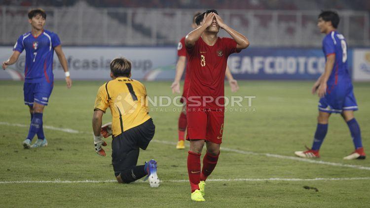 Kekecewaan Witan Sulaiman setelah gagal memanfaatkan peluang. Copyright: © Herry Ibrahim/INDOSPORT