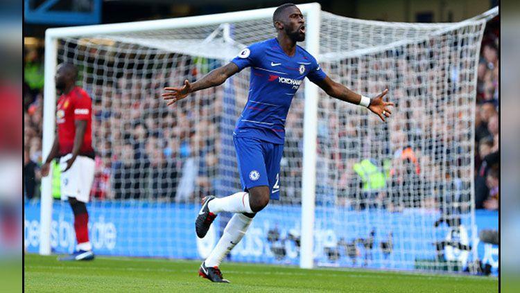 Dianggap sebagai biang kerok dipecatnya Frank Lampard dari kursi manajer, bek tengah Chelsea yakni Antonio Rudiger diserang penggemar The Blues di media sosial. Copyright: © Getty Images