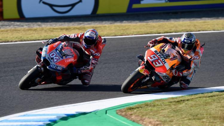 Marc Marquez dan Andrea Dovisiozo bertarung dengan sengit di MotoGP Austria 2019. Copyright: © Crash Net