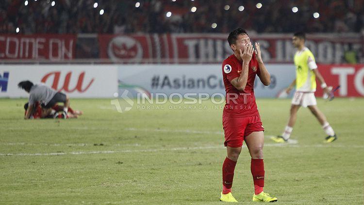 Syahrian Abimanyu menangis haru usai Timnas Indonesia U-19 lolos ke perempat final Piala Asia U-19. Copyright: © Herry Ibrahim/INDOSPORT