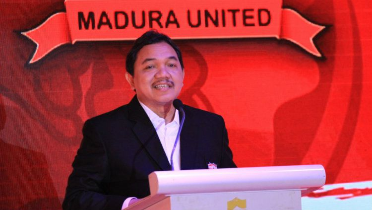 Presiden Madura United Achsanul Qosasi. Copyright: © settongdhere.com