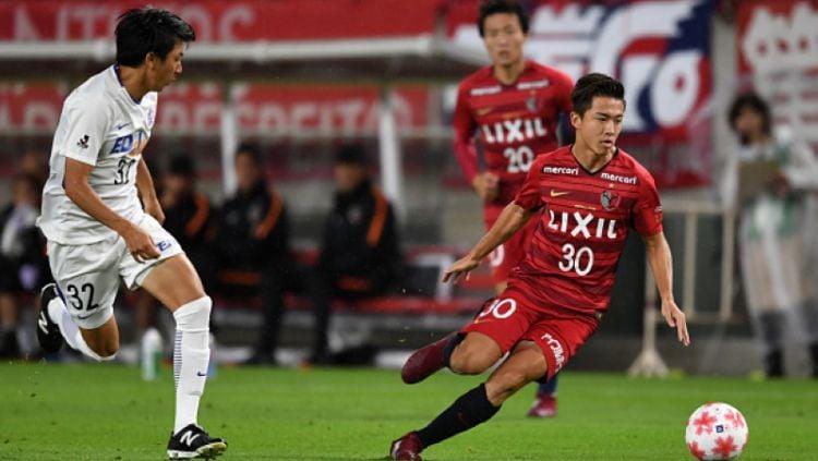 Hiroki Abe (kanan) saat membela klub Kashima Antlers. Copyright: © INDOSPORT