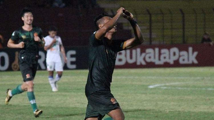 Aksi selebrasi pemain PS TIRA. Copyright: © PS TIRA