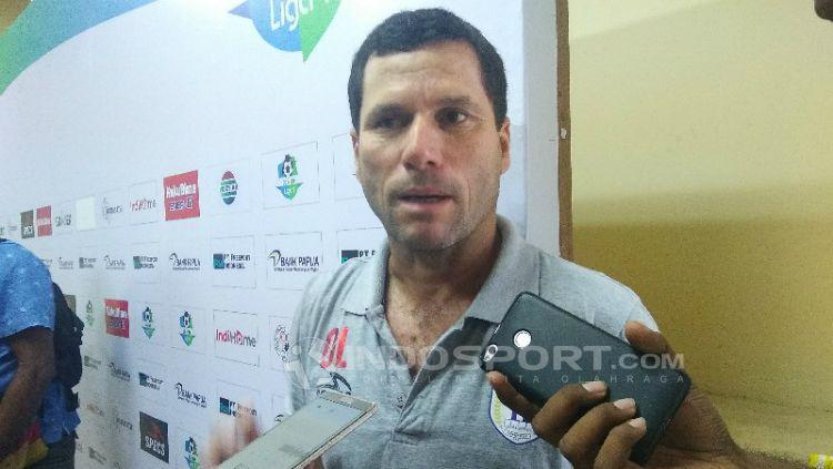 Pelatih Persipura, Oswaldo Lessa. Copyright: © Sudjarwo/INDOSPORT