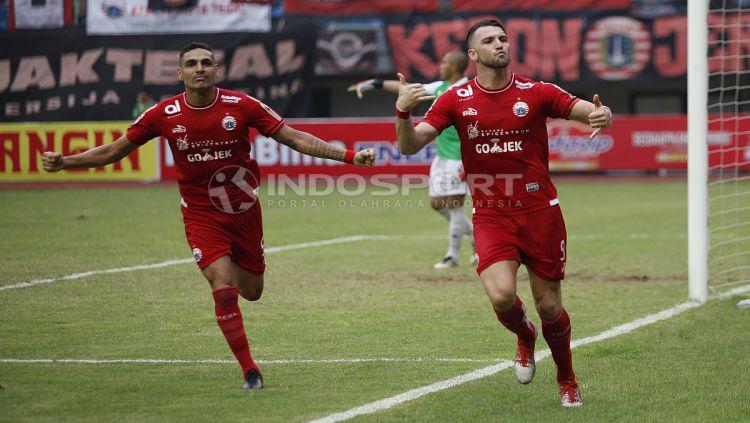 Marko Simic melakukan selebrasi usai cetak gol ke gawang Barito Putera. Copyright: © Herry Ibrahim/INDOSPORT
