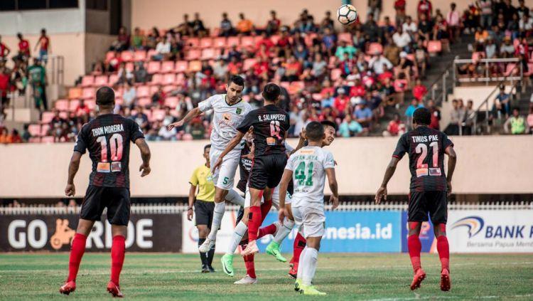 Persipura Jayapura vs Persebaya Surabaya. Copyright: © Media Persebaya