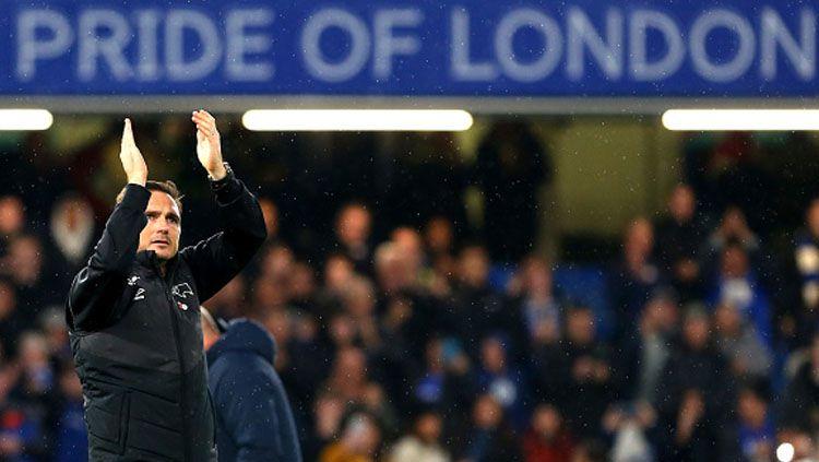 Frank Lampard tidak ingin suporter Chelsea menyanyikan chat ofensif, salah satunya yang mengejek klub West Ham United. Copyright: © GETTYIMAGES