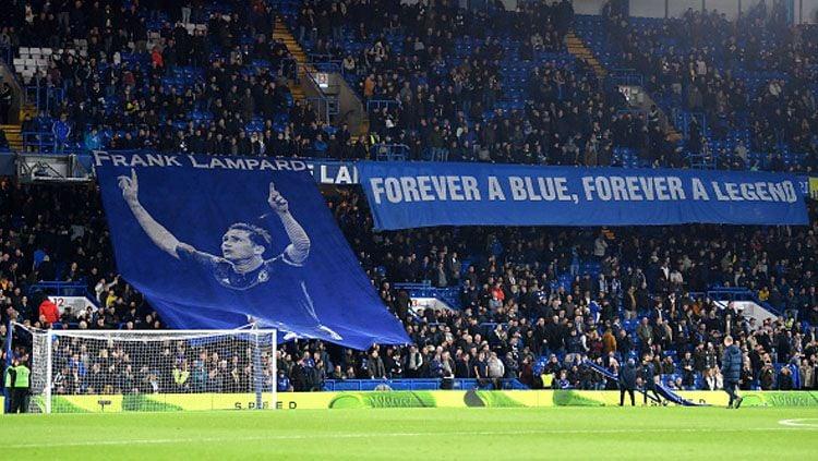 Fans Chelsea memberikan penghormatan kepada salah satu legenda klub kesayangan mereka, Frank Lampard. Copyright: © GETTYIMAGES