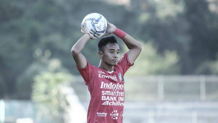 Bek muda Bali United, Dallen Doke. Copyright: © Bali United