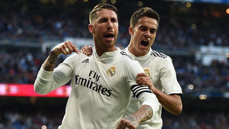 Sergio Ramos berselebrasi usai mencetak gol ke gawang Real Valladolid. Copyright: © Getty Images/Denis Doyle