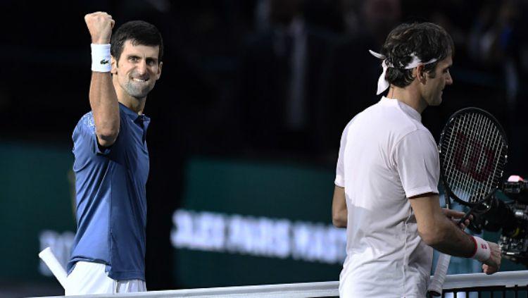 Novak Djokovic selebrasi usai mengalahkan Roger Federer di semifinal Paris Master 2018. Copyright: © GETTYIMAGES
