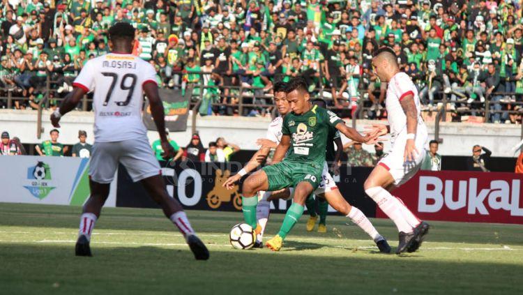 Persebaya Surabaya vs Persija Jakarta Copyright: © Fitra Herdian/Indosport.com