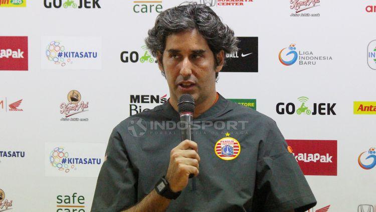 Pelatih Persija Jakarta Stefano Cugurra Teco saat konfrensi pers. Copyright: © Fitra Herdian/Indosport.com