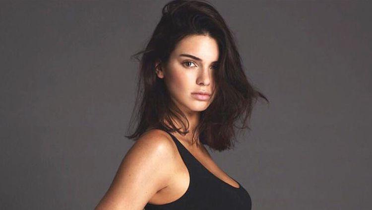 Kendall Jenner, mantan kekasih Ben Simmons dinilai banyak pihak memiliki kutukan buruk bagi sejumlah atlet. Copyright: © Istimewa