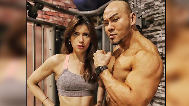 Sabrina Chairunisa dan Deddy Corbuzier, 2 publik figure yang suka melakukan workout untuk jaga kebugaran tubuh. Copyright: © Instagram Sabrina Chairunisa