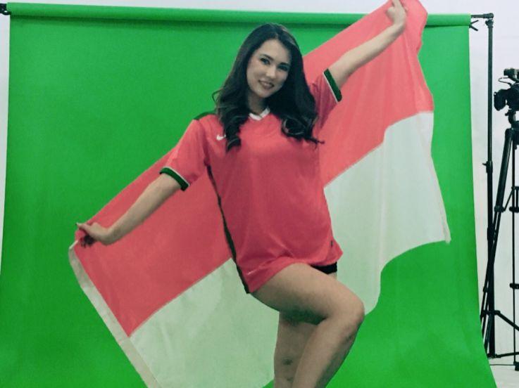 6 Kemolekan Maria Ozawa Kenakan Jersey, Ada Timnas Indonesia