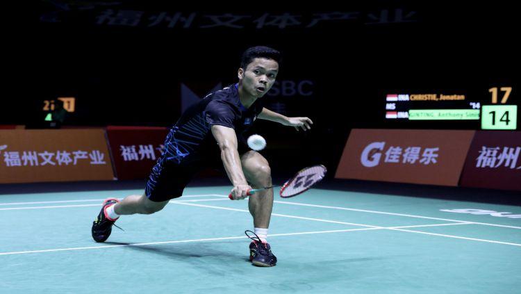Anthony Ginting kalahkan Jonatan Christie di perdelapanfinal Fuzhou China Open . Copyright: © Humas PBSI