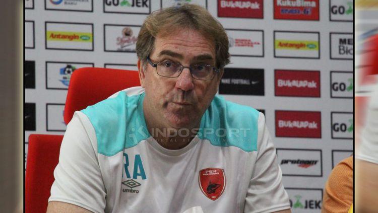 Mantan Pelatih PSM Makassar, Robert Rene Alberts. Copyright: © Fitra Herdian/Indosport.com
