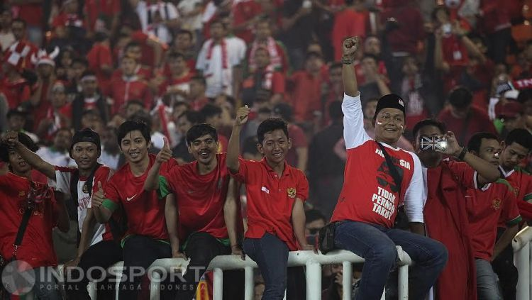 Suporter Timnas Indonesia di Gelora Bung Karno Copyright: © INDOSPORT