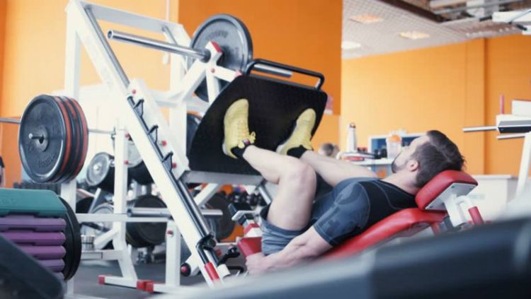 Latihan leg press Copyright: © Hellosehat