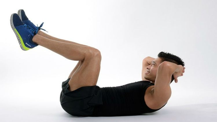 latihan Sit Up Crunches Copyright: © Approaching Fitness