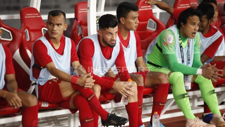 Pemain Timnas Indonesia Stefano Lilipaly, saat dibangku cadangan. Copyright: © Herry Ibrahim/Indosport.com