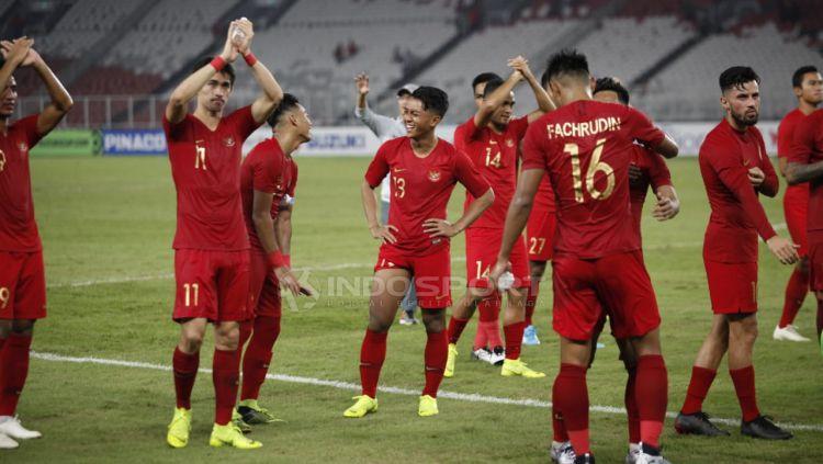 Ucapan terima kasih pemain Timnas Indonesia untuk para suporter yang hadir SUGBK usai tundukan Timor Leste. Copyright: © Herry Ibrahim/Indosport.com
