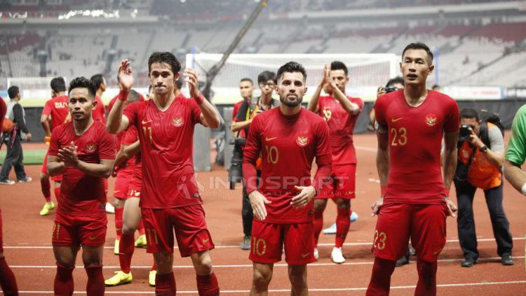 Ucapana terima kasih pemain Timnas Indonesia untuk para suporter yang hadir SUGBK. Copyright: © Herry Ibrahim/Indosport.com